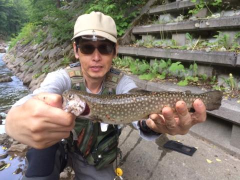 密かに釣り上げた27cmの岩魚
