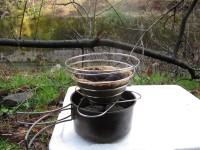 コッフェルにコーヒーを淹れる