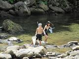 子供達は水遊び