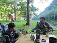 七入オートキャンプ場で朝食