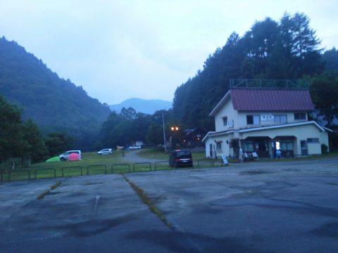 七入オートキャンプ場の夜明け