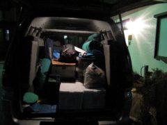 キャンプ道具を積んだ車