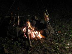 焚き火とイワナ