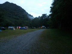七入オートキャンプ場の夕暮れ
