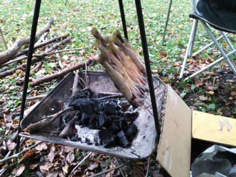 段ボール箱の串焼き台