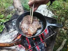 スキレットで焼くステーキ
