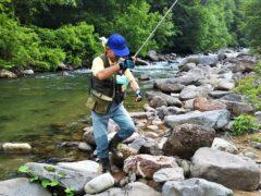 七入キャンプ場横で岩魚釣り