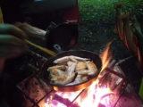 焚き火でスキレット料理