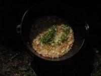 ダッチオーブンでパエリアを作る