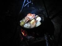 ダッチオーブンでローストチキンを焼く